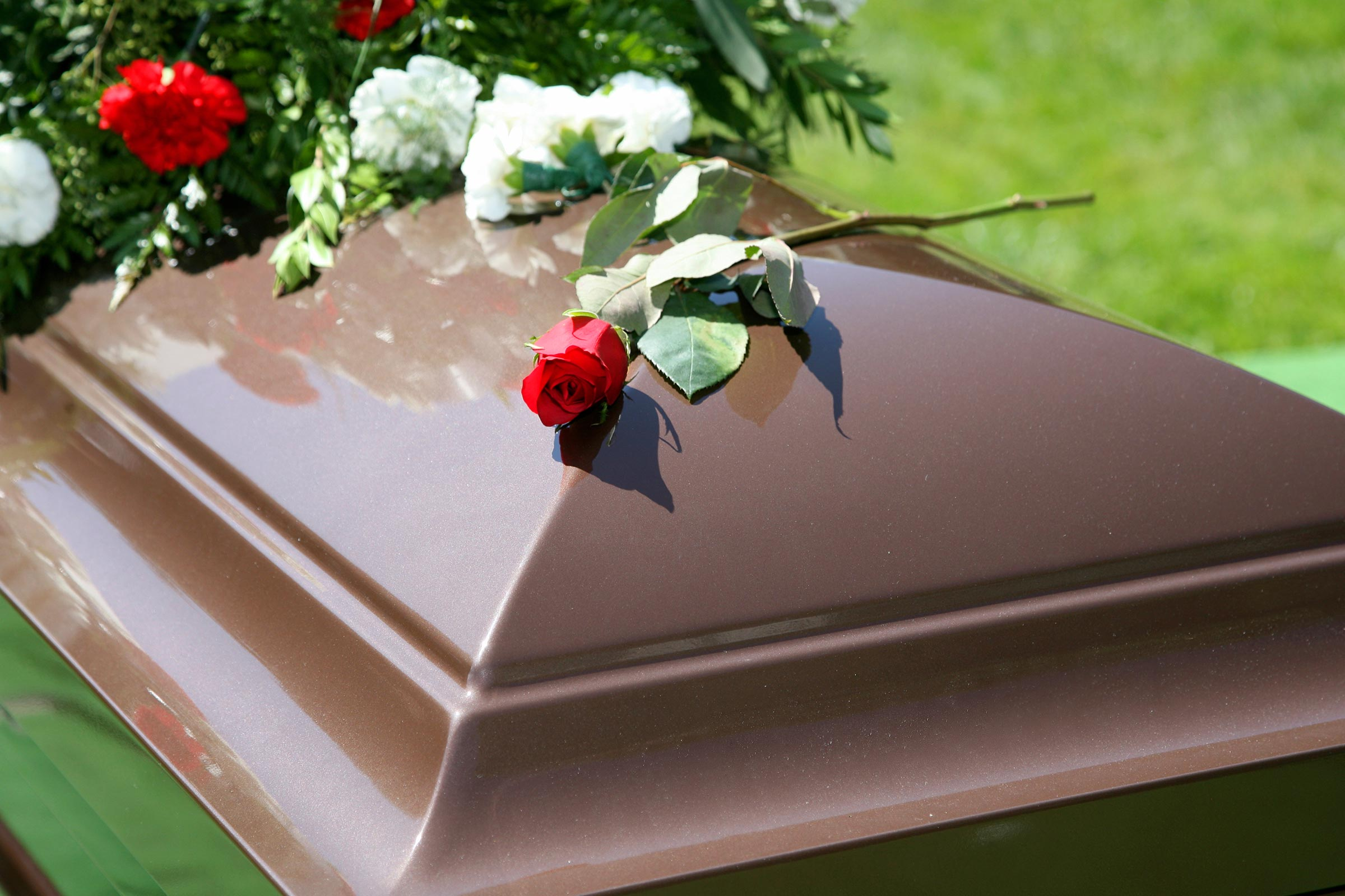 DEAD BODY EXPLODES IN FUNERAL HOME - THE HORROR MOVIES BLOG